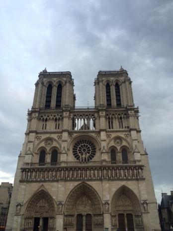 paris-notre-dame-front