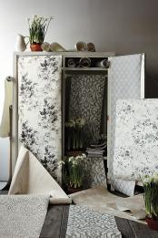anthropologie-classic-black-and-white-2-floral-wallpaper