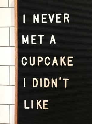magnolia-cupcake-sign