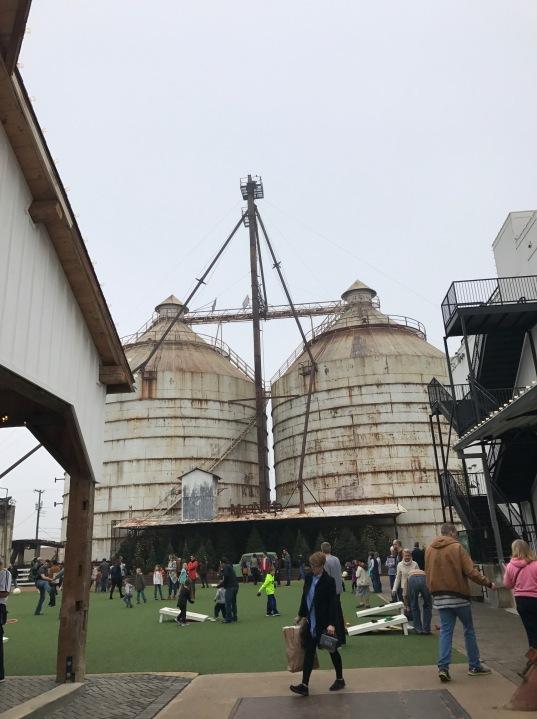 magnolia-lawn-silos
