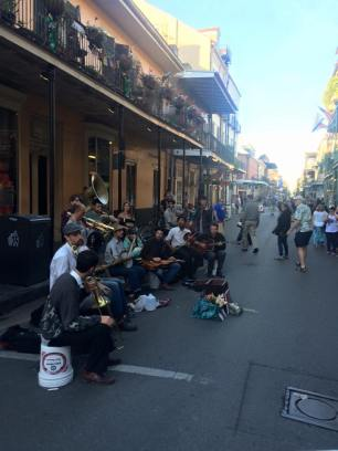 nola-downtown-art-street-performers