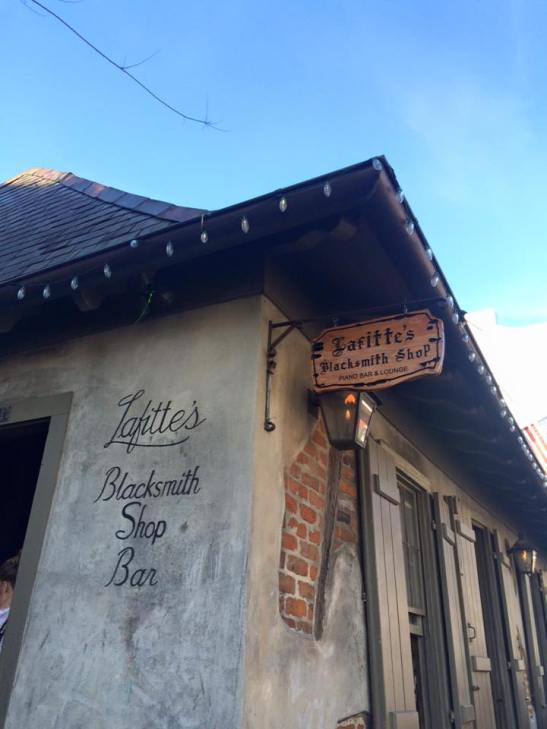 nola-lafittes-blacksmith-bar